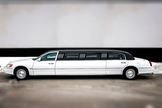 10-passenger-town-car-limo1